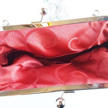 Klipsikäsilaukku